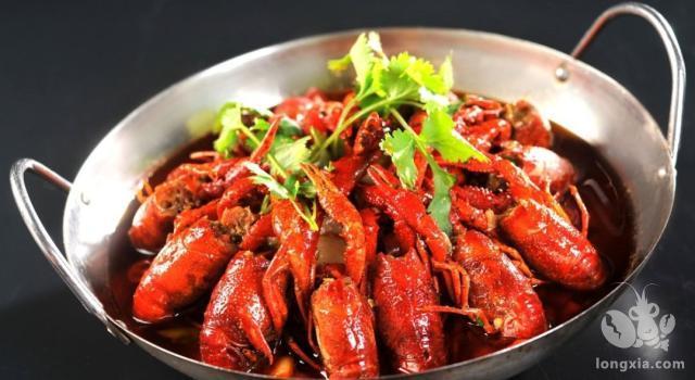 在享受小龙虾时,你是不是有这些顾虑?怎么样才能安全享受美味?