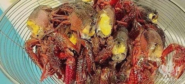 小龙虾和大闸蟹卖不掉,是何原因造成的呢?