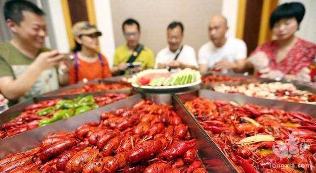 吃小龙虾成为潮流,农村养殖小龙虾到底赚钱吗?未来前景怎么样?